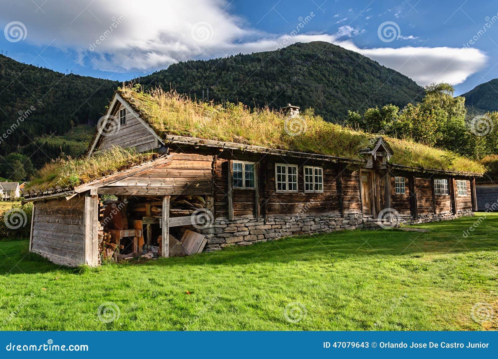 Ein altes historisches haus in norwegen stockfoto bild for Norwegen haus