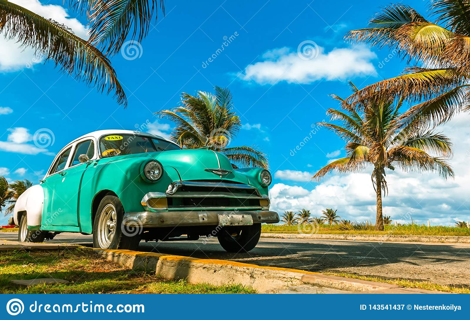 Ein altes Taxi in Havana