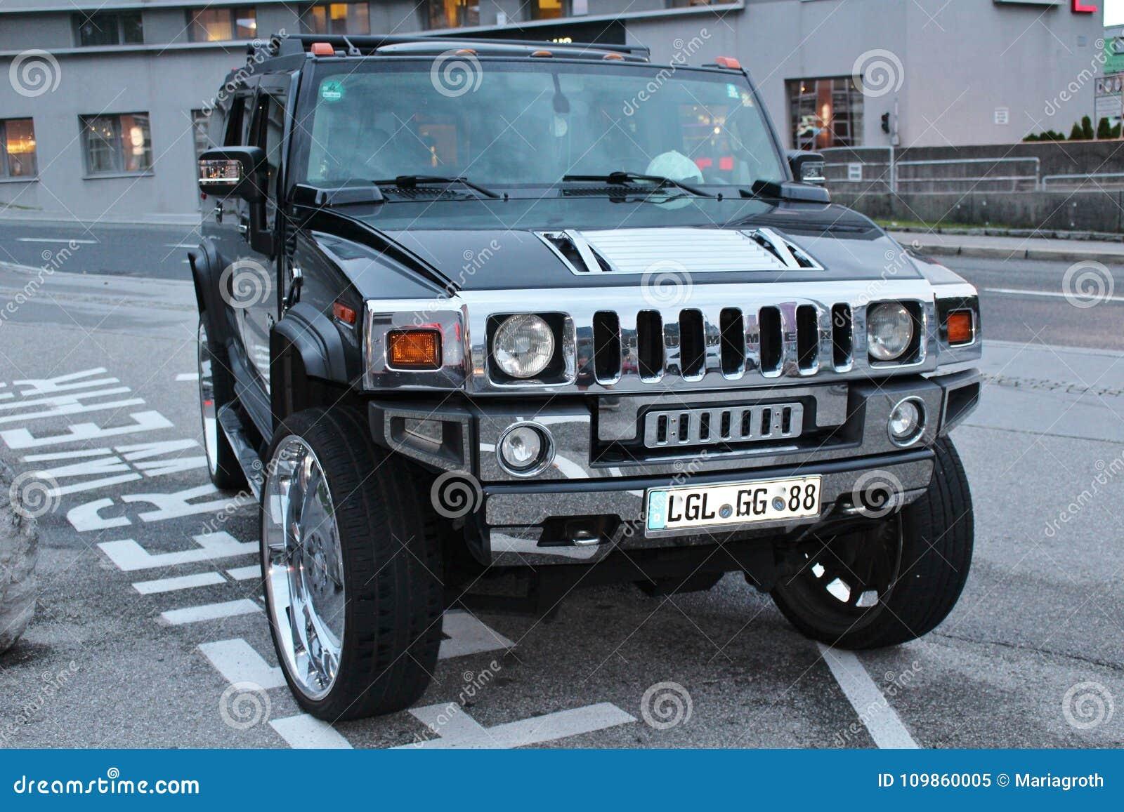 Ein Auto Der Marke Hummer In österreich Redaktionelles Bild Bild