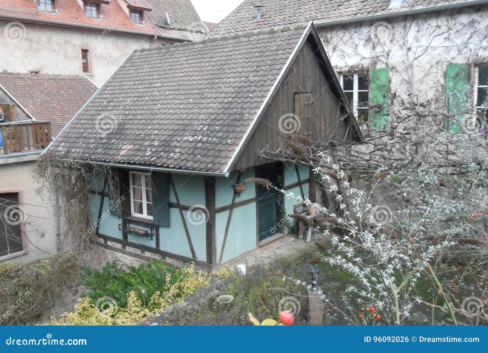 Ein Blau halb--timberedhouse in Ribeauvillé in Frankreich