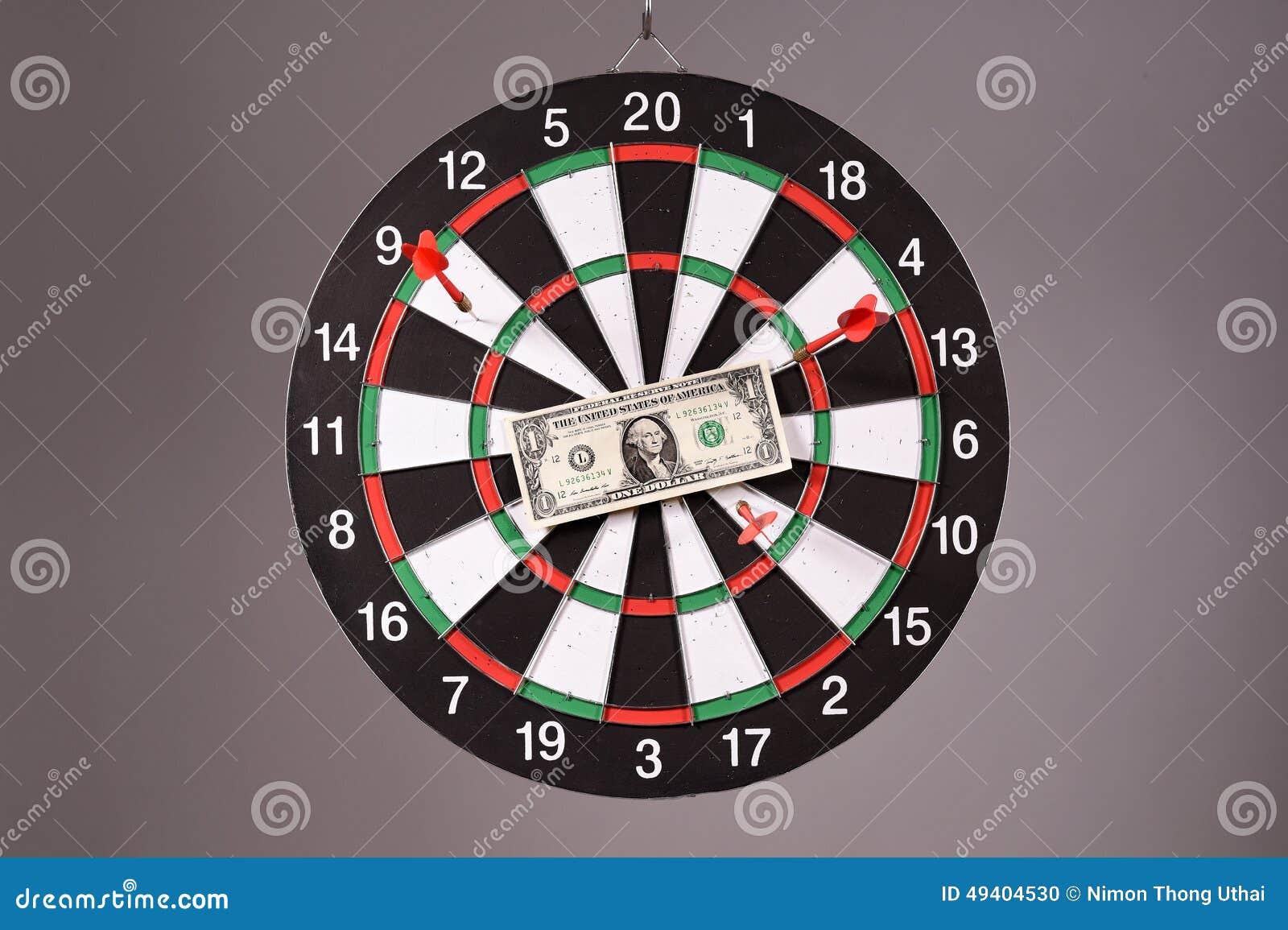 Download Ein Dollarschein Auf Einer Dartscheibe Stockfoto - Bild von hundert, ökonomisch: 49404530