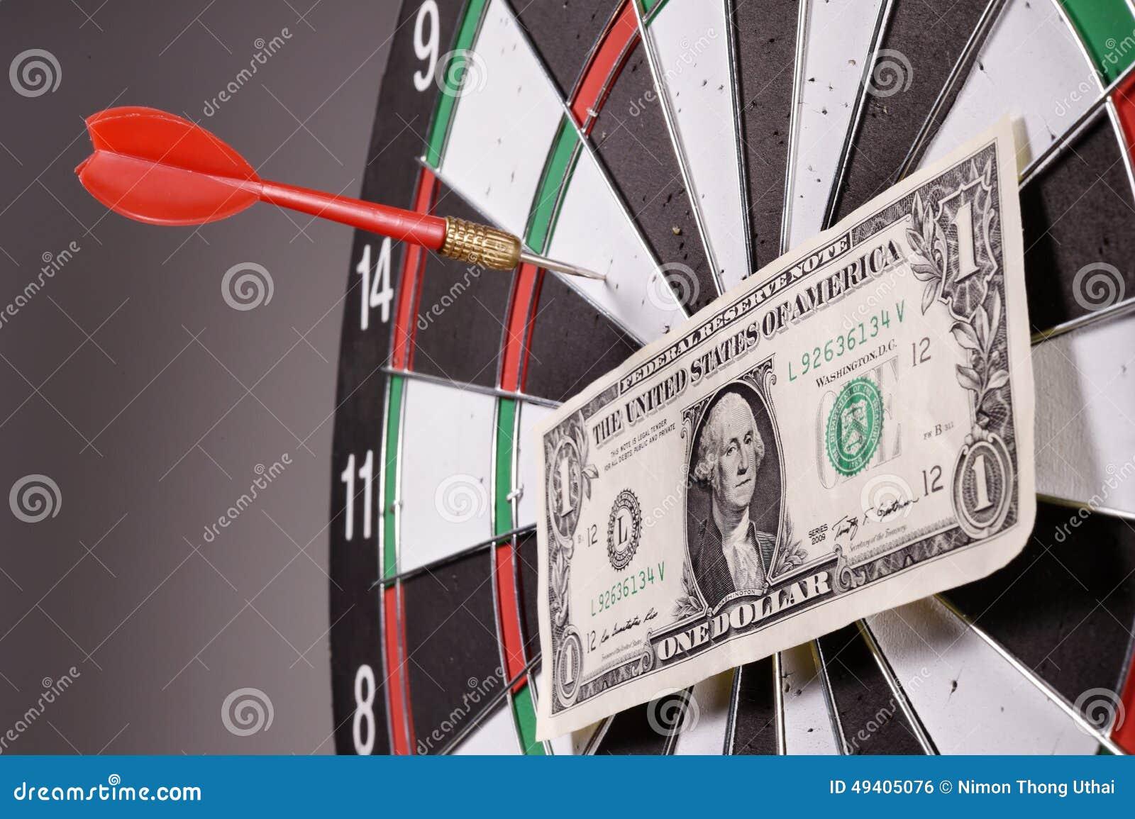 Download Ein Dollarschein Auf Einer Dartscheibe Stockfoto - Bild von pfeil, konzept: 49405076