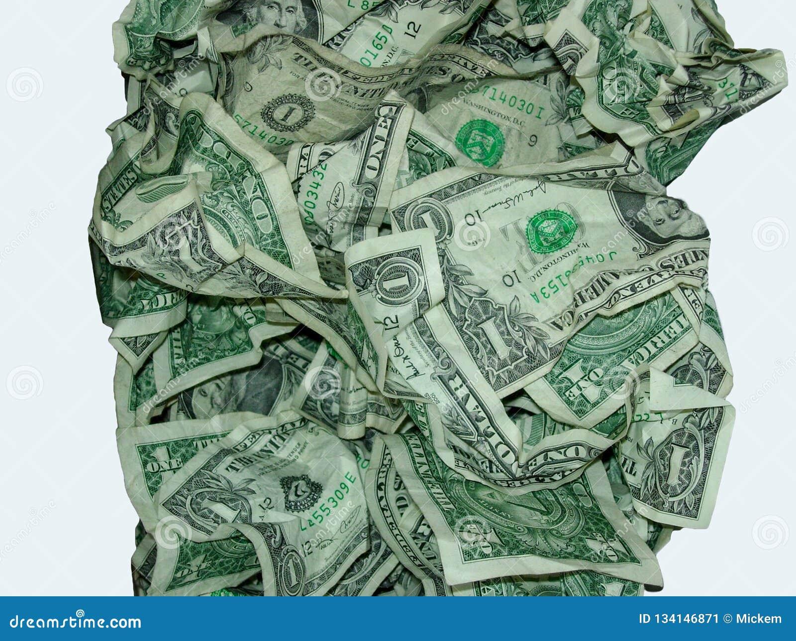 Ein Dollarschein zerknittert im Stapel
