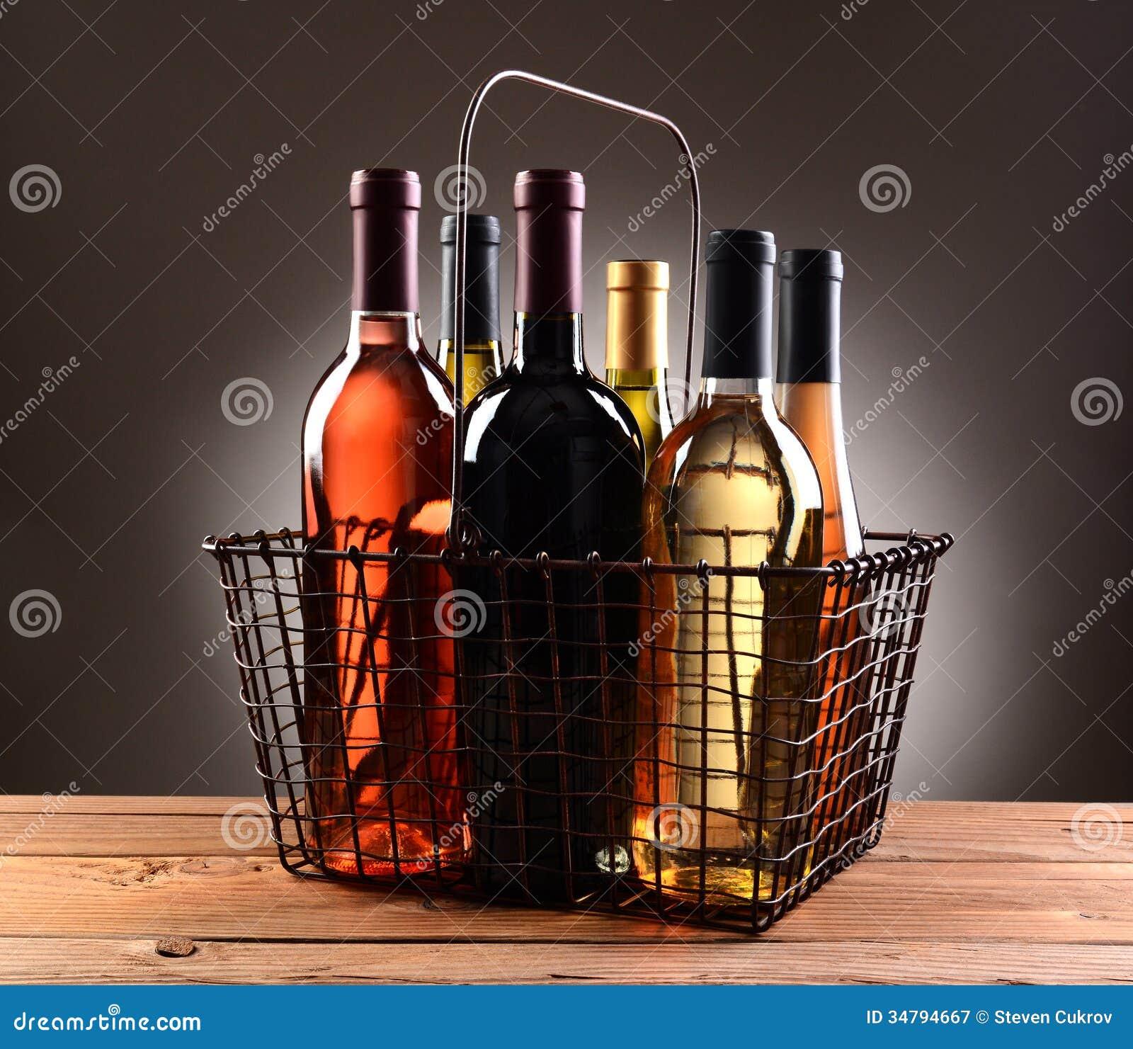 ein draht einkaufskorb gef llt mit wein flaschen lizenzfreie stockfotografie bild 34794667. Black Bedroom Furniture Sets. Home Design Ideas