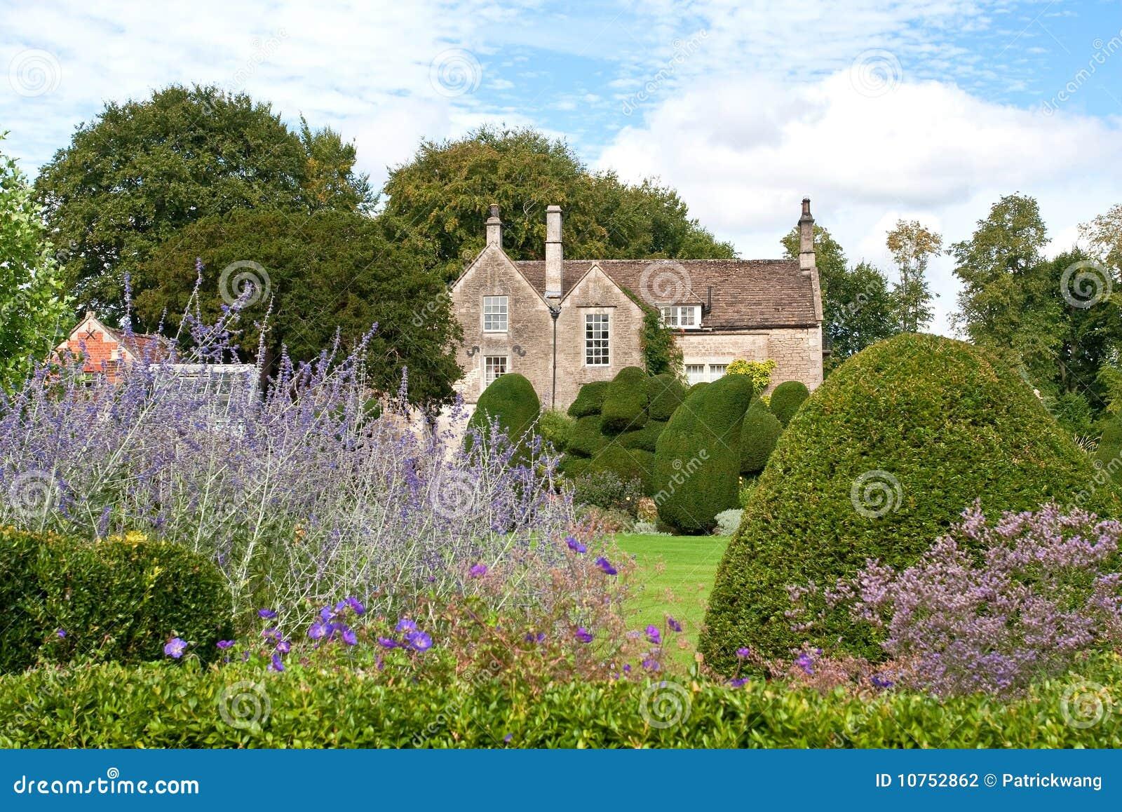 ein englisches gartenhaus stockfotografie bild 10752862. Black Bedroom Furniture Sets. Home Design Ideas