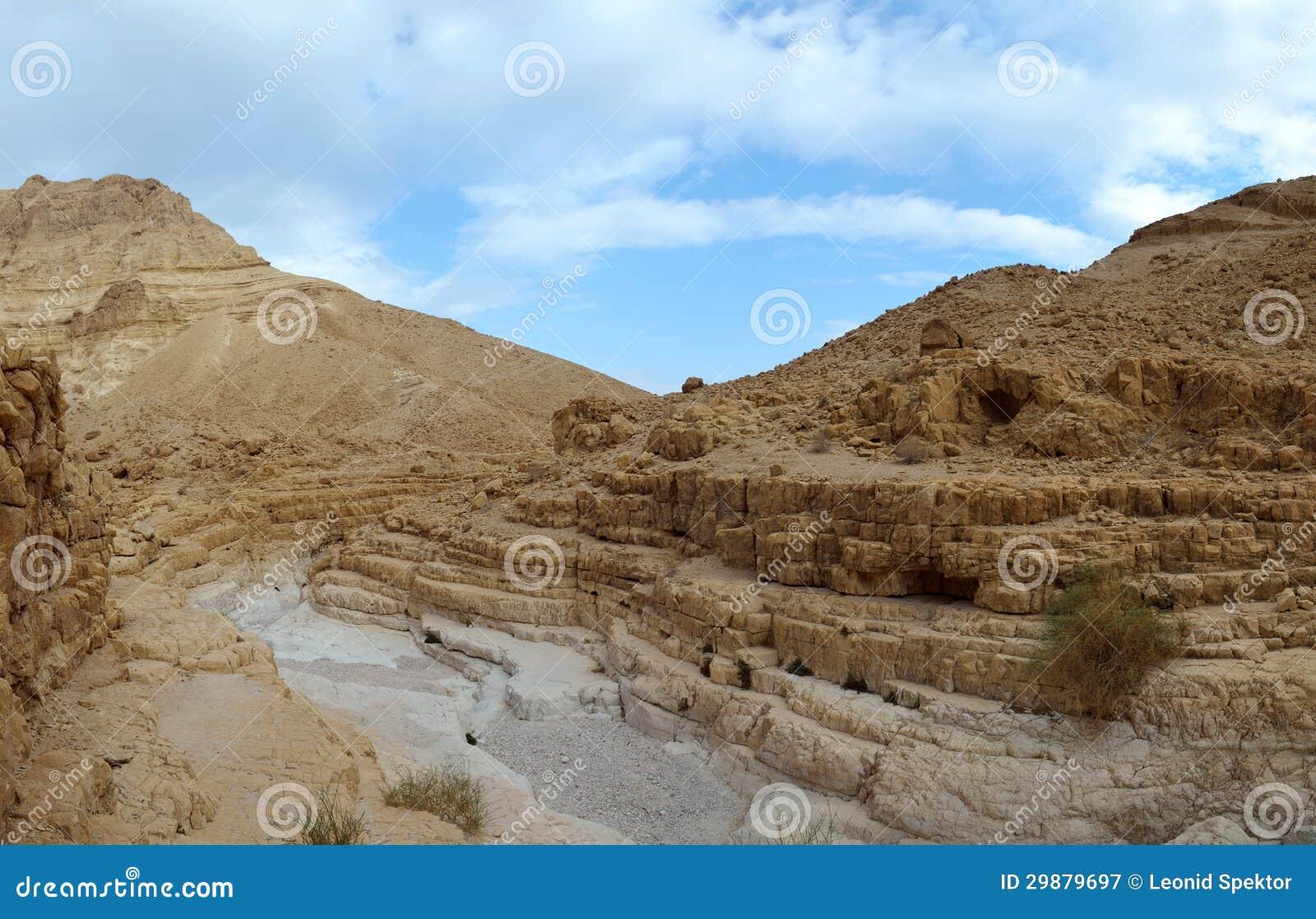 干燥沙漠旱谷。