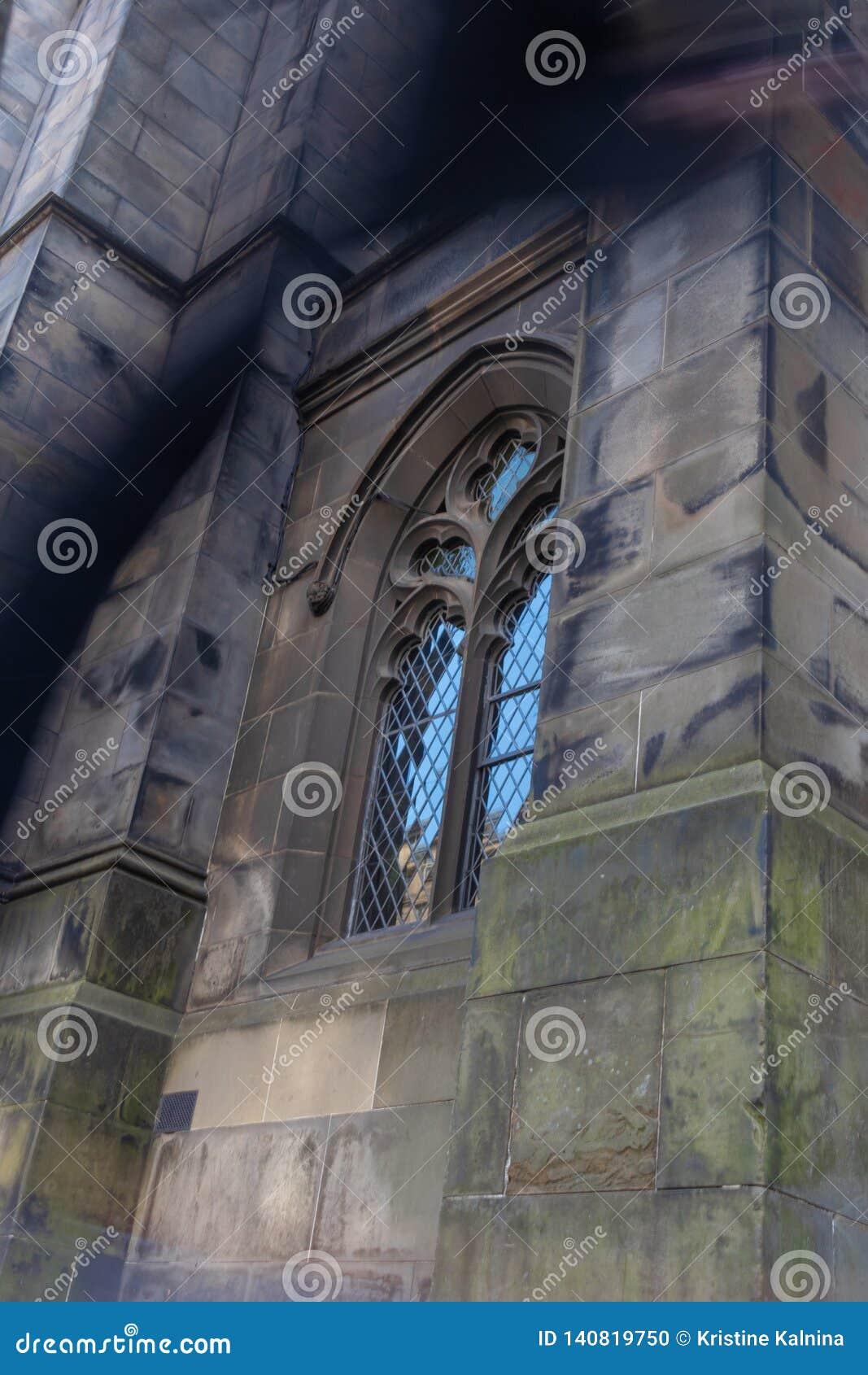 Ein Geist infron einer Kirche