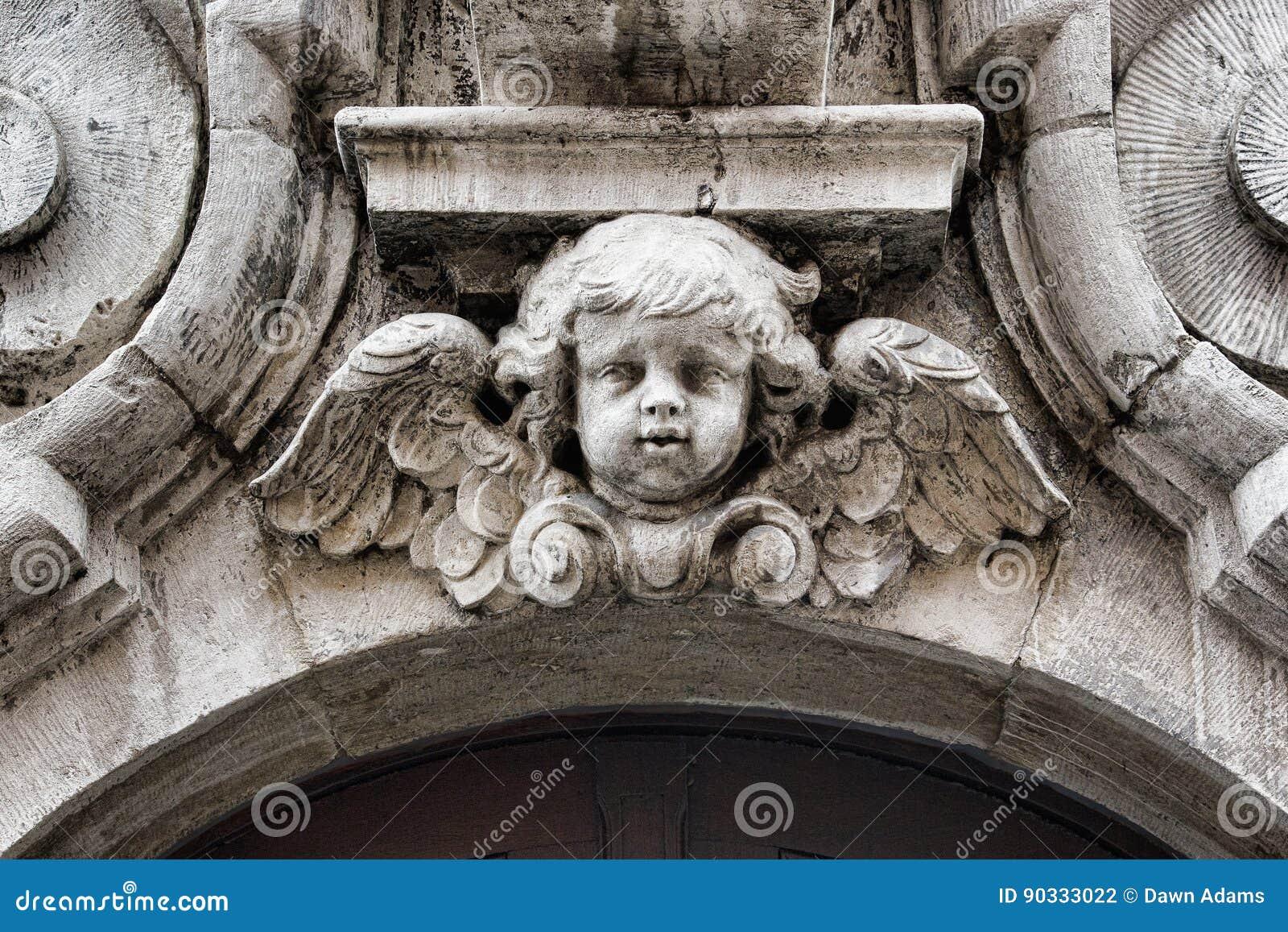 Ein geschnitzter Engel in Brügge Belgien