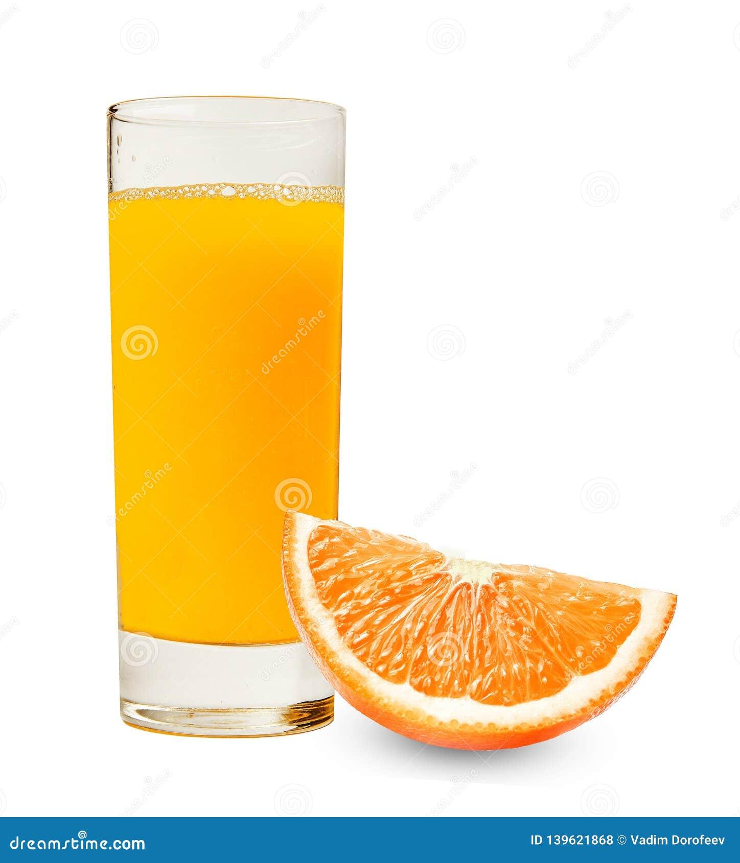Ein Glas frischer Orangensaft und eine Scheibe der Orange auf einem lokalisierten weißen Hintergrund Gutes Detail