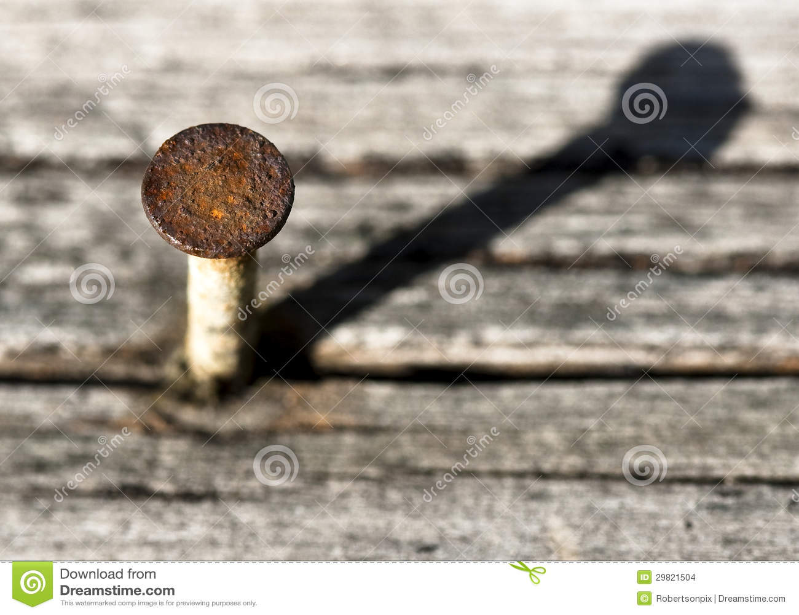 Rostiger Nagel-Kopf Und Schatten Auf Altem Holz Stockfoto - Bild von ...
