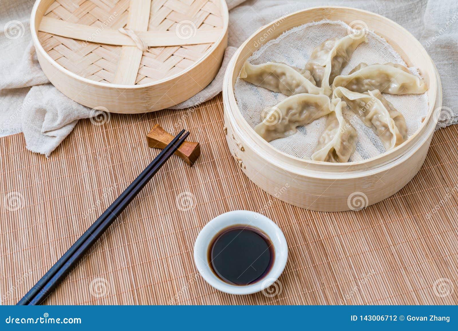 Ein Käfig von gedämpften Mehlklößen, eine traditionelle chinesische Zartheit