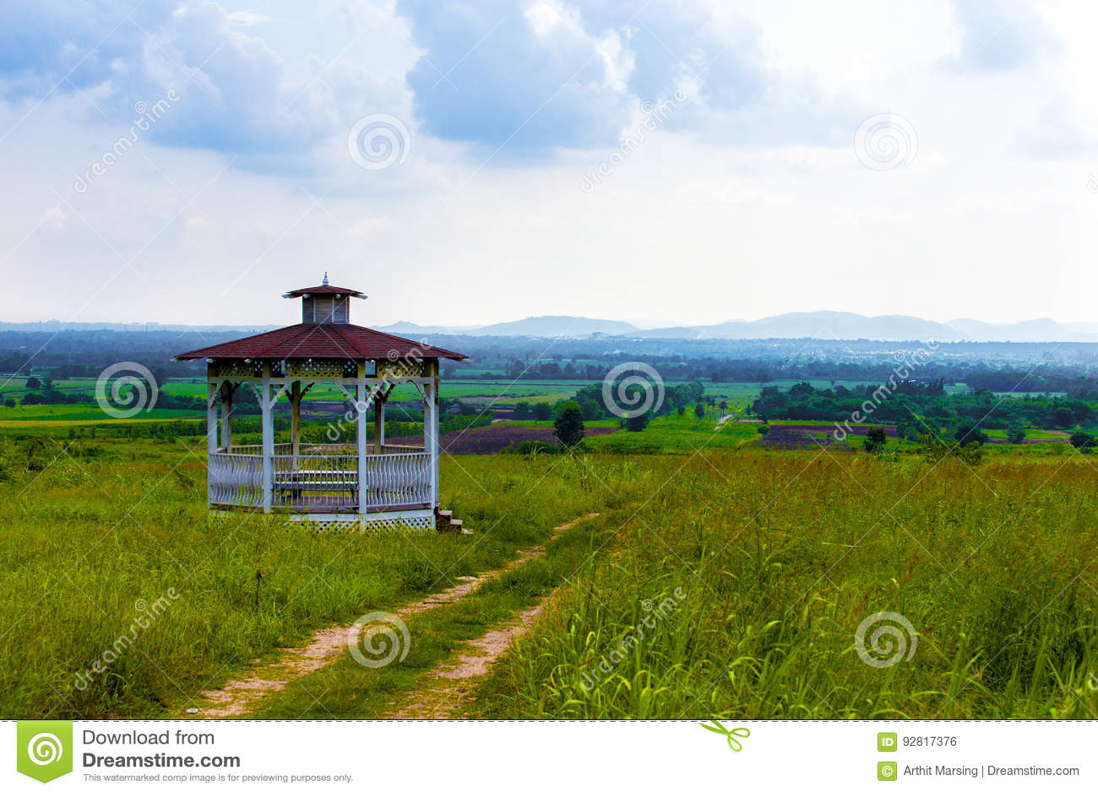 Download Ein Klassischer Pavillon Auf Naturlandschaft Naturlandschaftsideen  Landschaft, Garten, Schön, Pavillon, Hinterhof