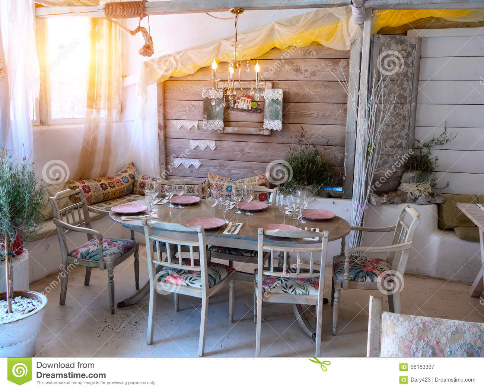 kleines esszimmer, ein kleines esszimmer in einem rustikalen haus, stockbild - bild von, Design ideen