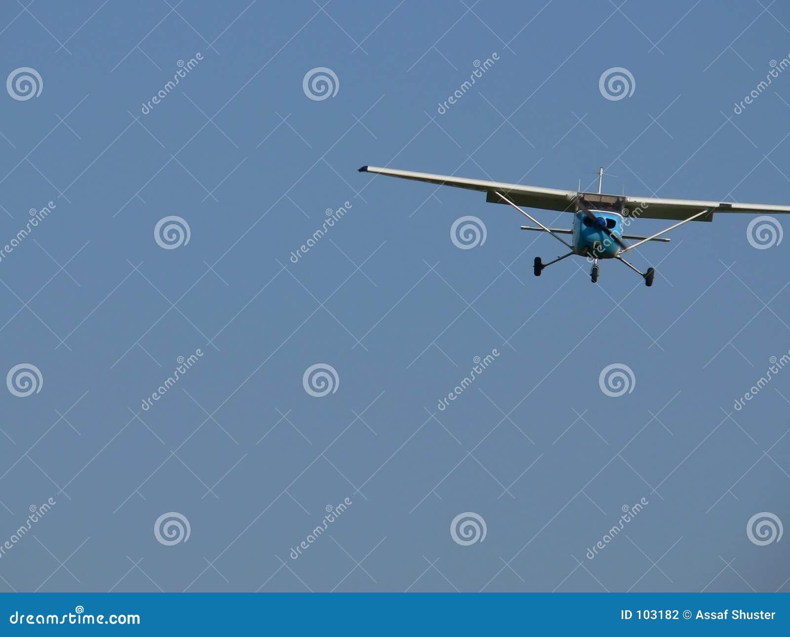 Ein kleines Flugzeug