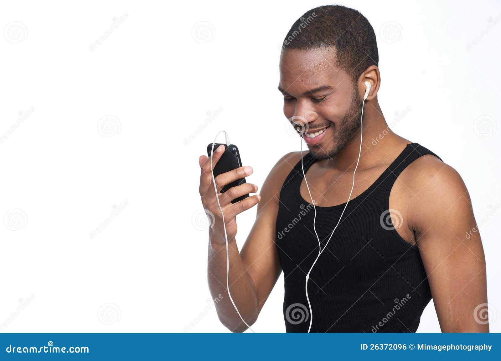 Ein Mann mit einem Lächeln und Kopfhörern