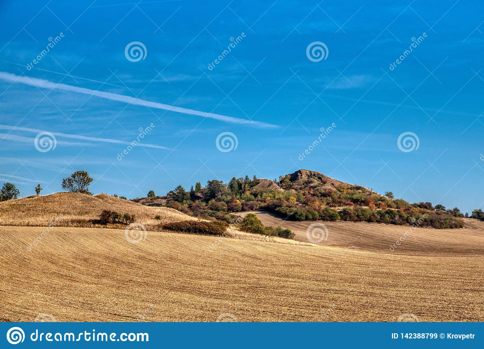 Ein natürlicher Hügel nahe Libochovice