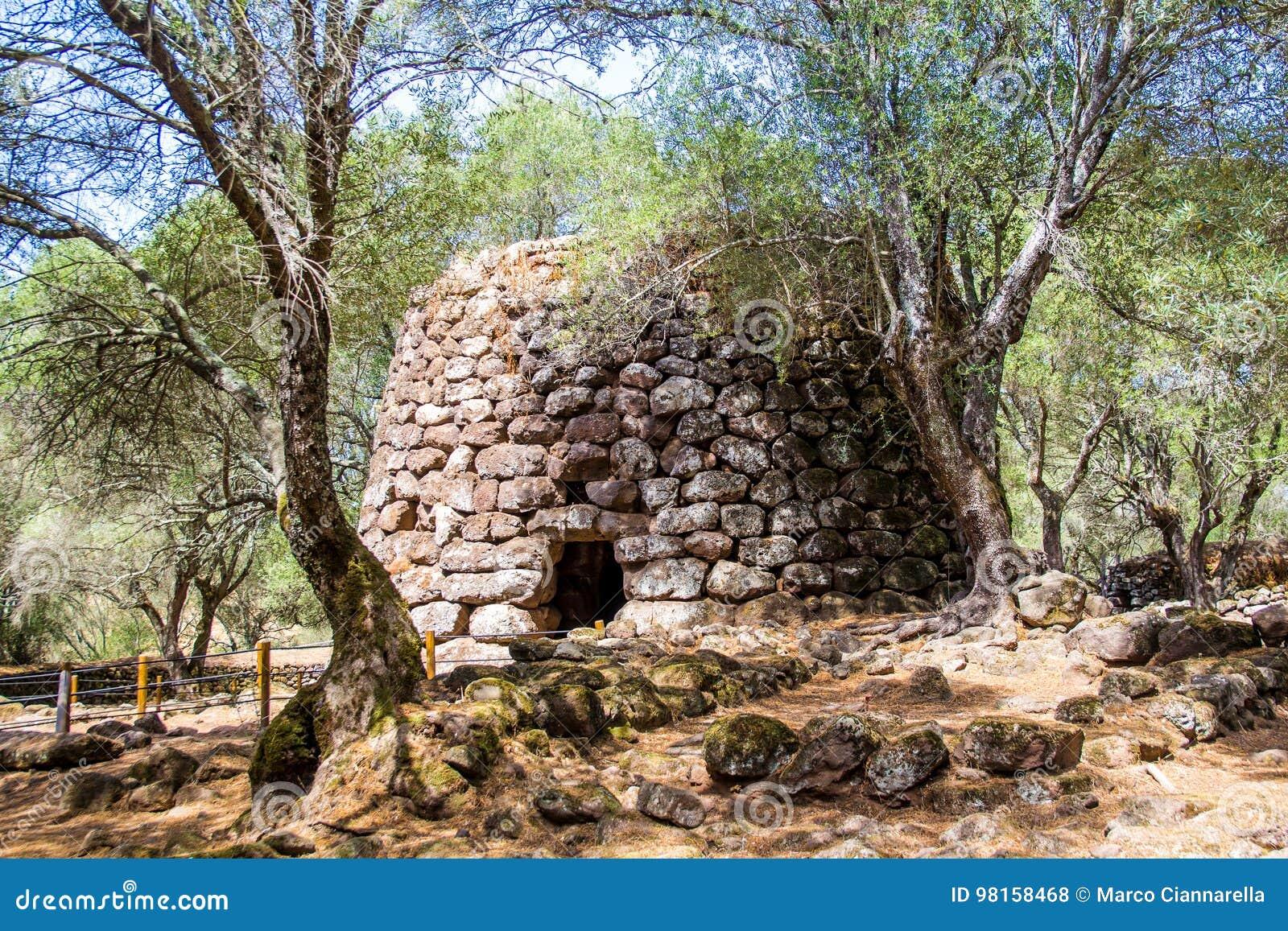Ein nuraghe im nuragic Schongebiet von Santa Cristina, nahe Orist