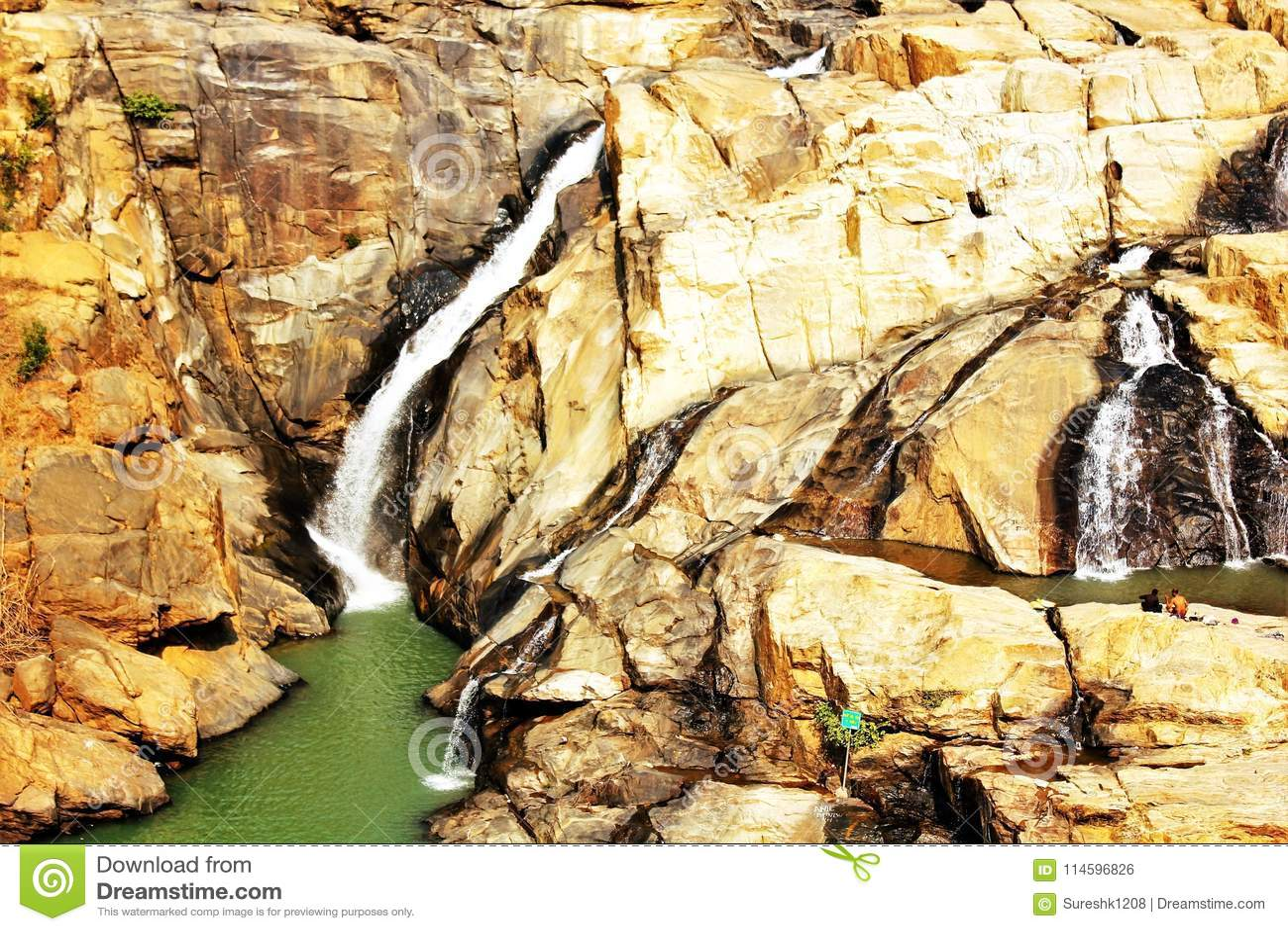 Ein Panoramablick von Dasham fällt nahe Ranchi in Indien