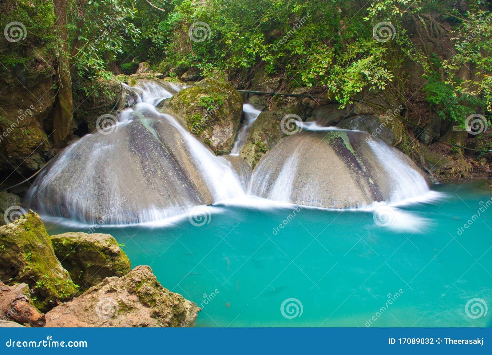 Ein schöner Wasserfall in Thailand