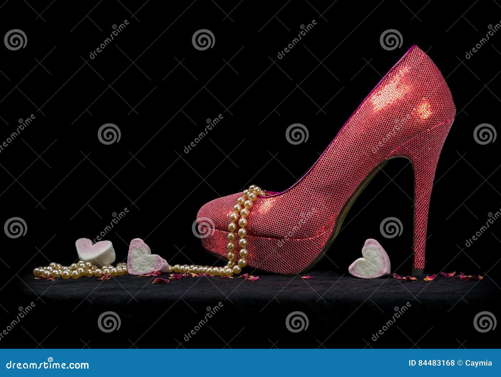 Stockfoto HerzenSchwarzer Und Ein SchuhPerlen Hintergrund Sexy JFlcK1
