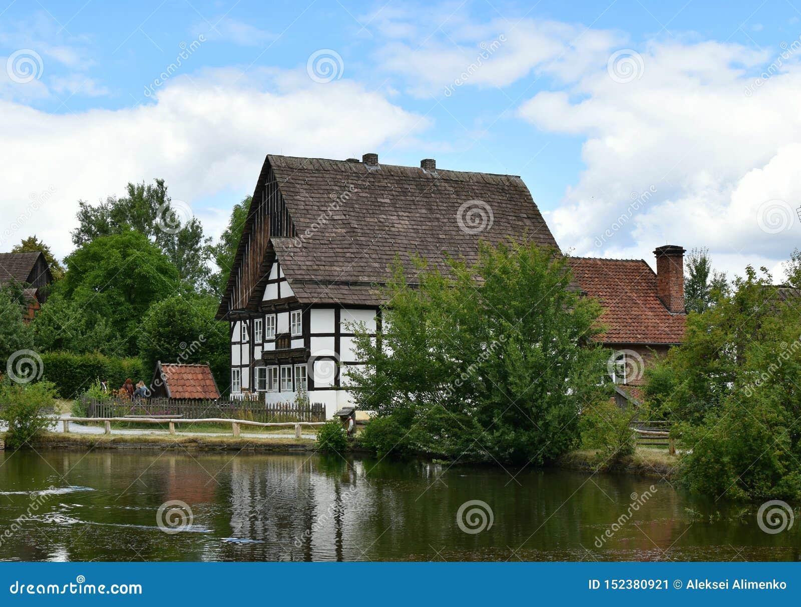 Deutsche Paare auf realem Haus