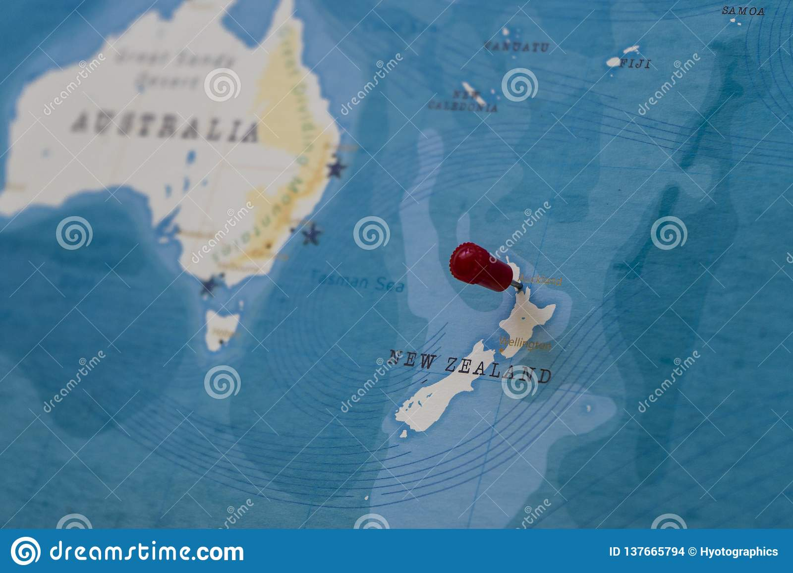 Ein Stift von Auckland, Neuseeland in der Weltkarte