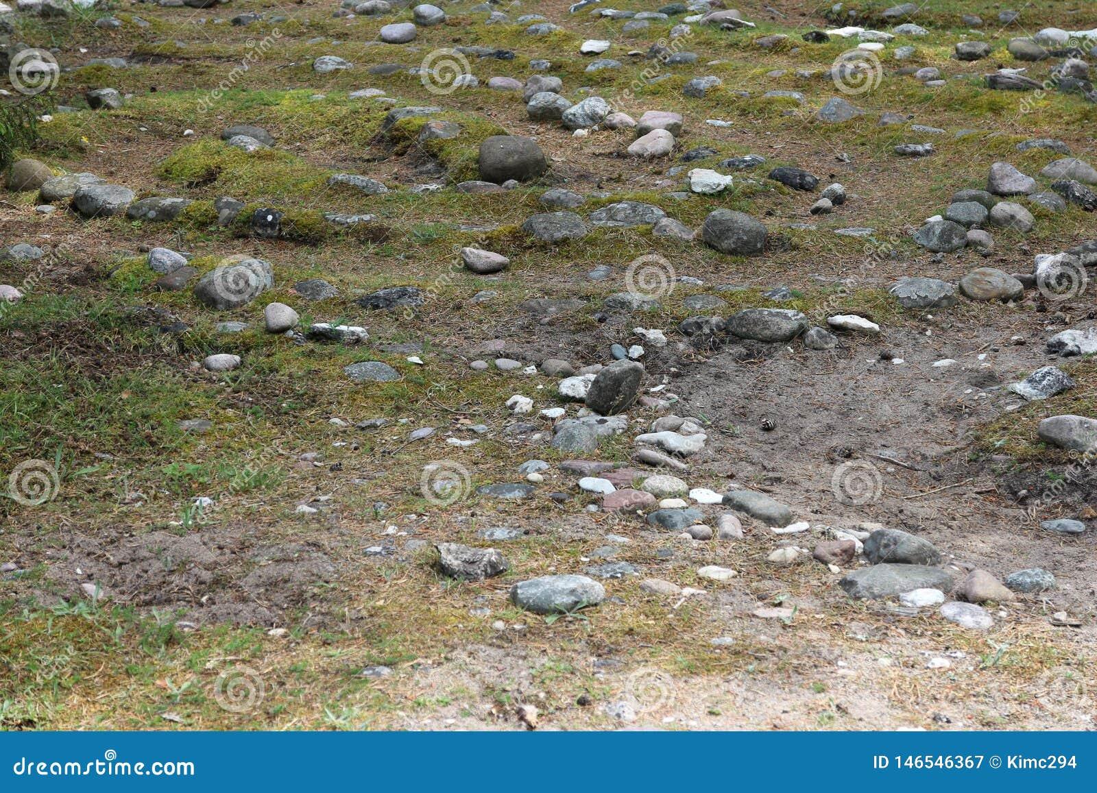 Ein Teil eines kleinen Steinlabyrinths in Folhammar, Gotland, Schweden