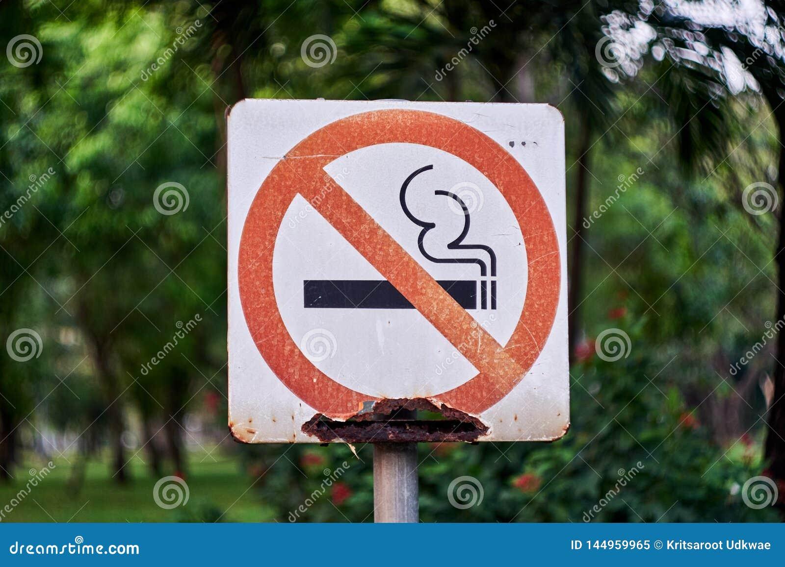 Einde rokend teken met roest bij openbaar park
