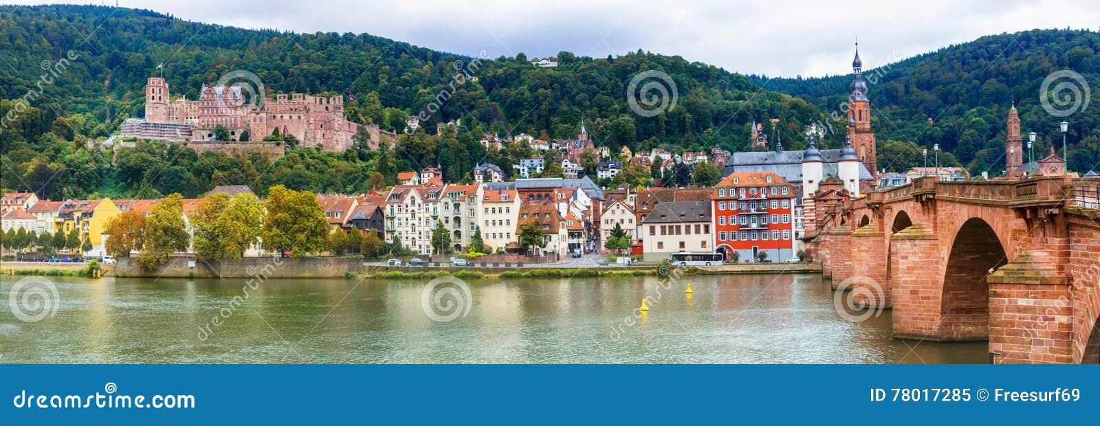 Eindrucksvolle mittelalterliche Stadt Heidelberg Ansicht mit berühmtem Schloss und