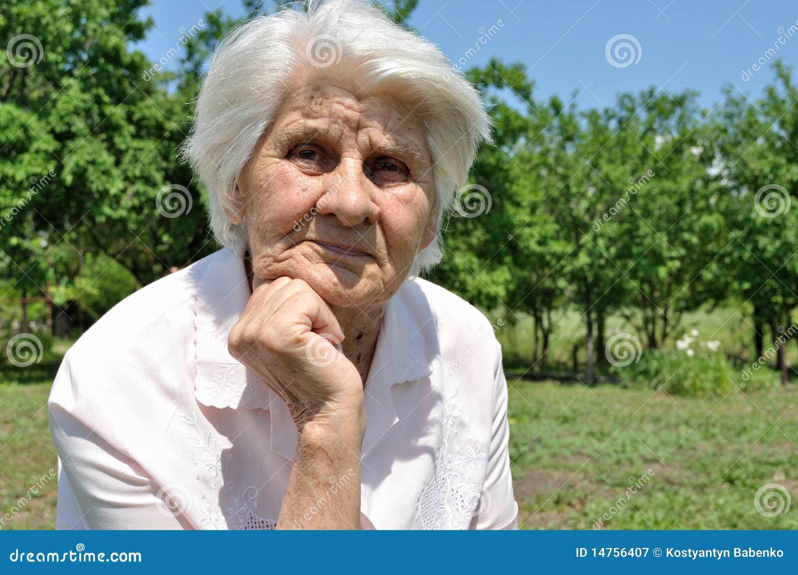 Eine ältere Frau, Gedanke