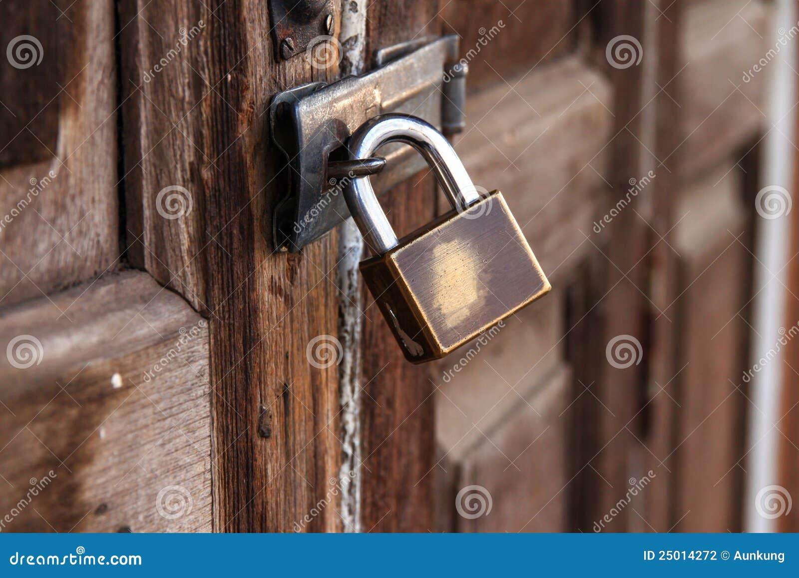 Verschlossene tür  Eine Alte Verschlossene Tür Stockfotografie - Bild: 25014272