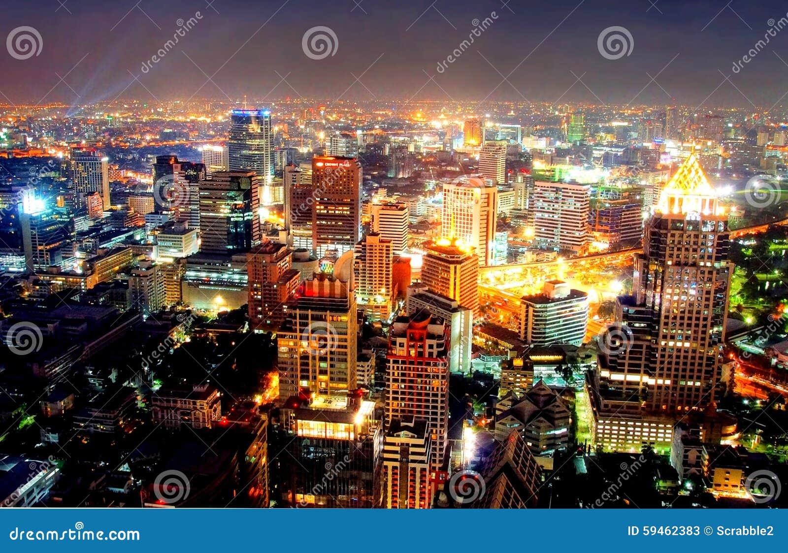 Eine Ansicht über die große asiatische Stadt von Bangkok, Thailand in der Nacht