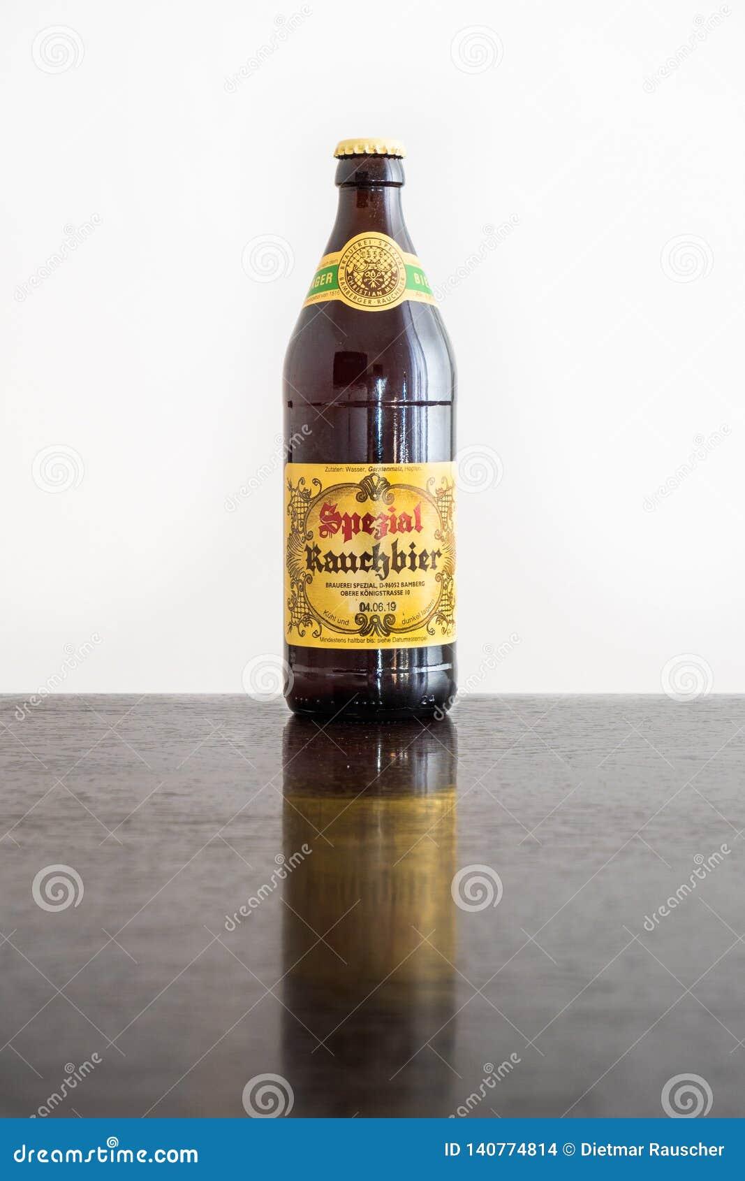 Eine Flasche von Bamberg rauchte Bier in der Flasche