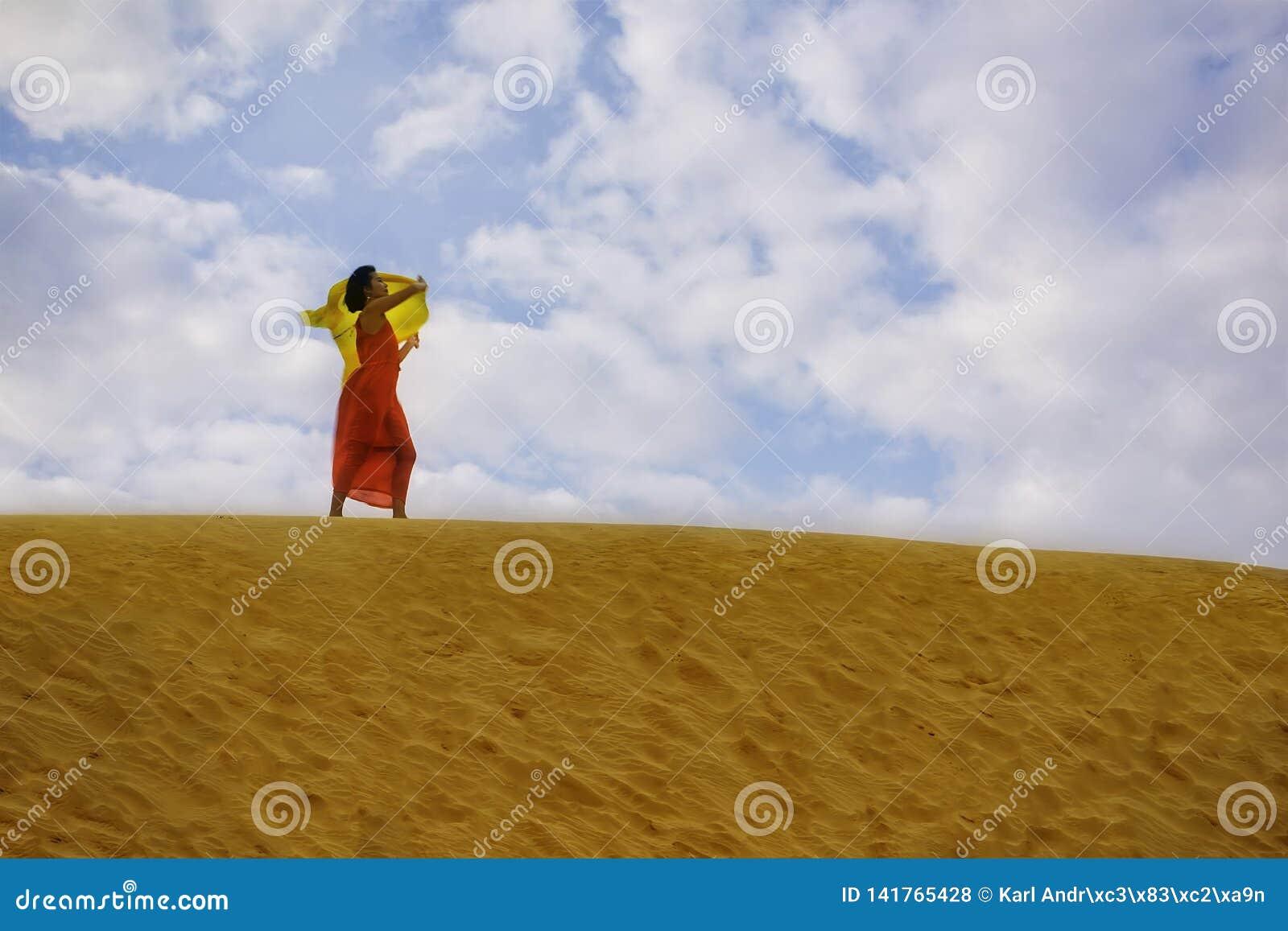 Eine Frau im roten Kleid