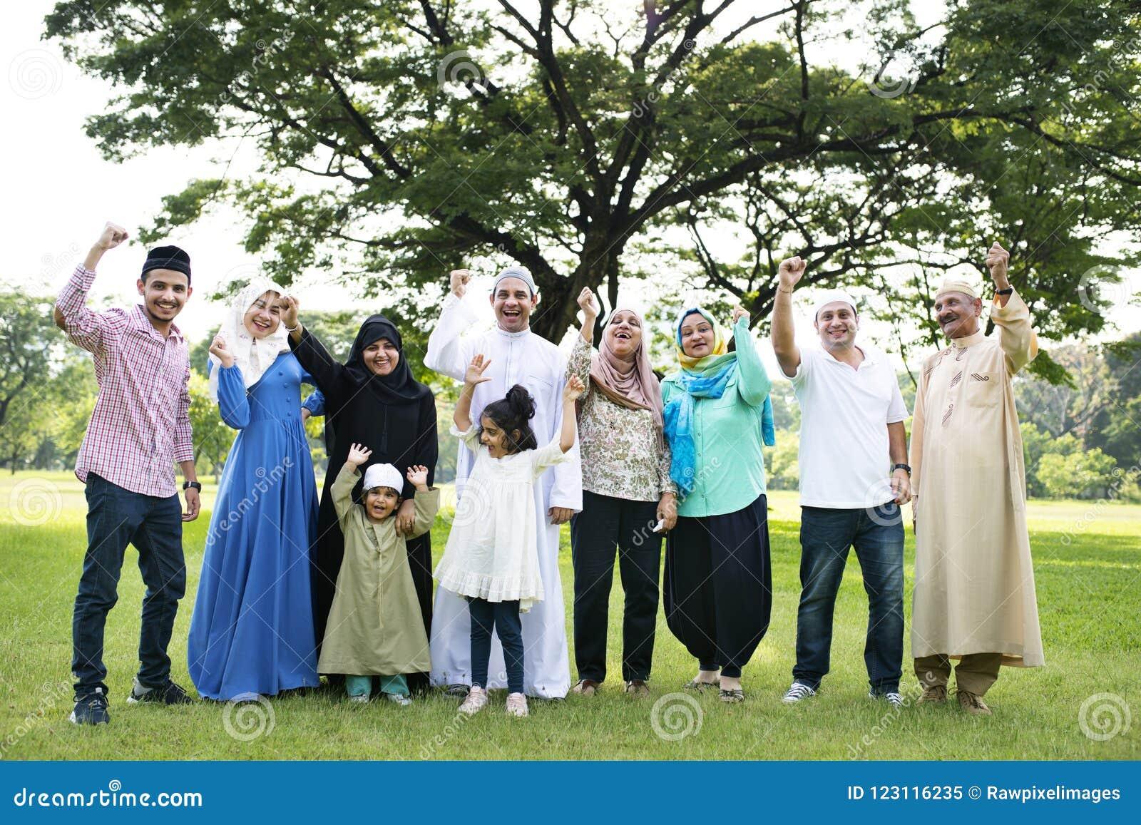 Eine glückliche große moslemische Familie