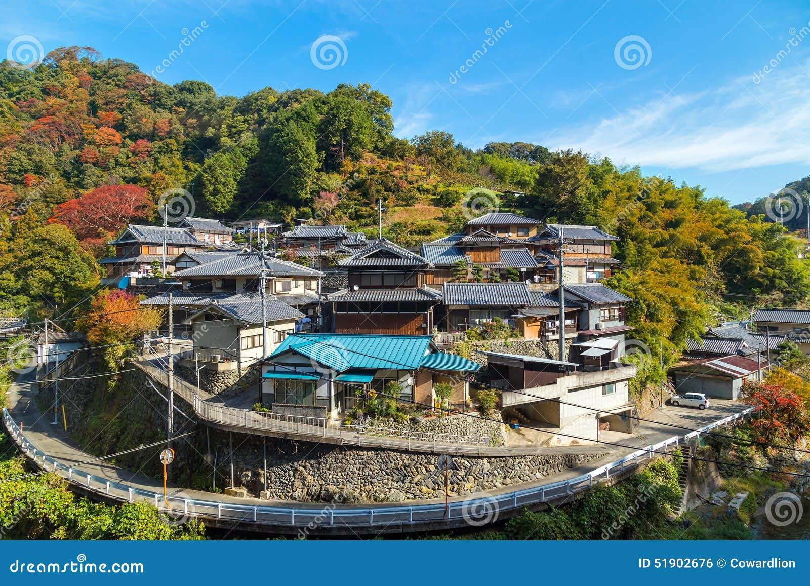 eine gruppe japanische huser redaktionelles foto - Japanische Huser