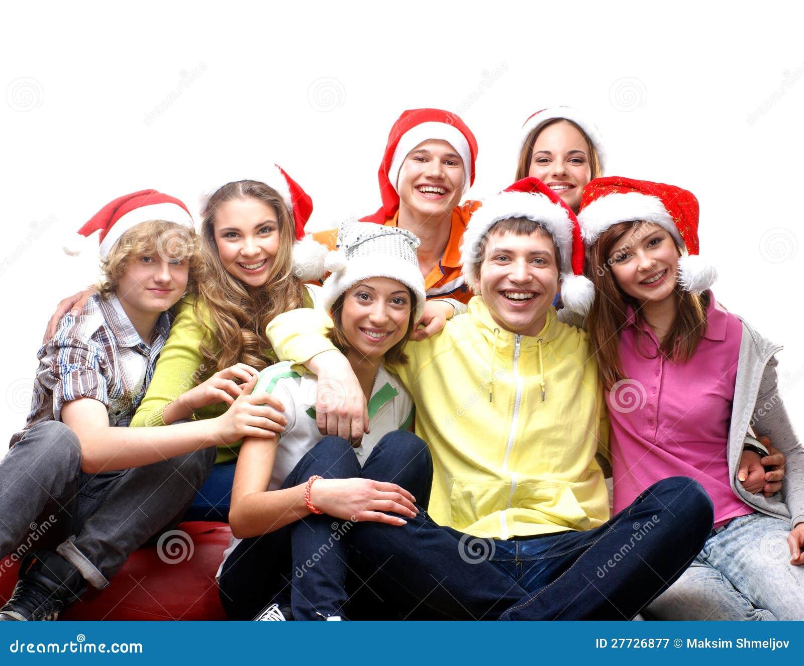 Eine Gruppe junge Jugendliche in den Weihnachtshüten