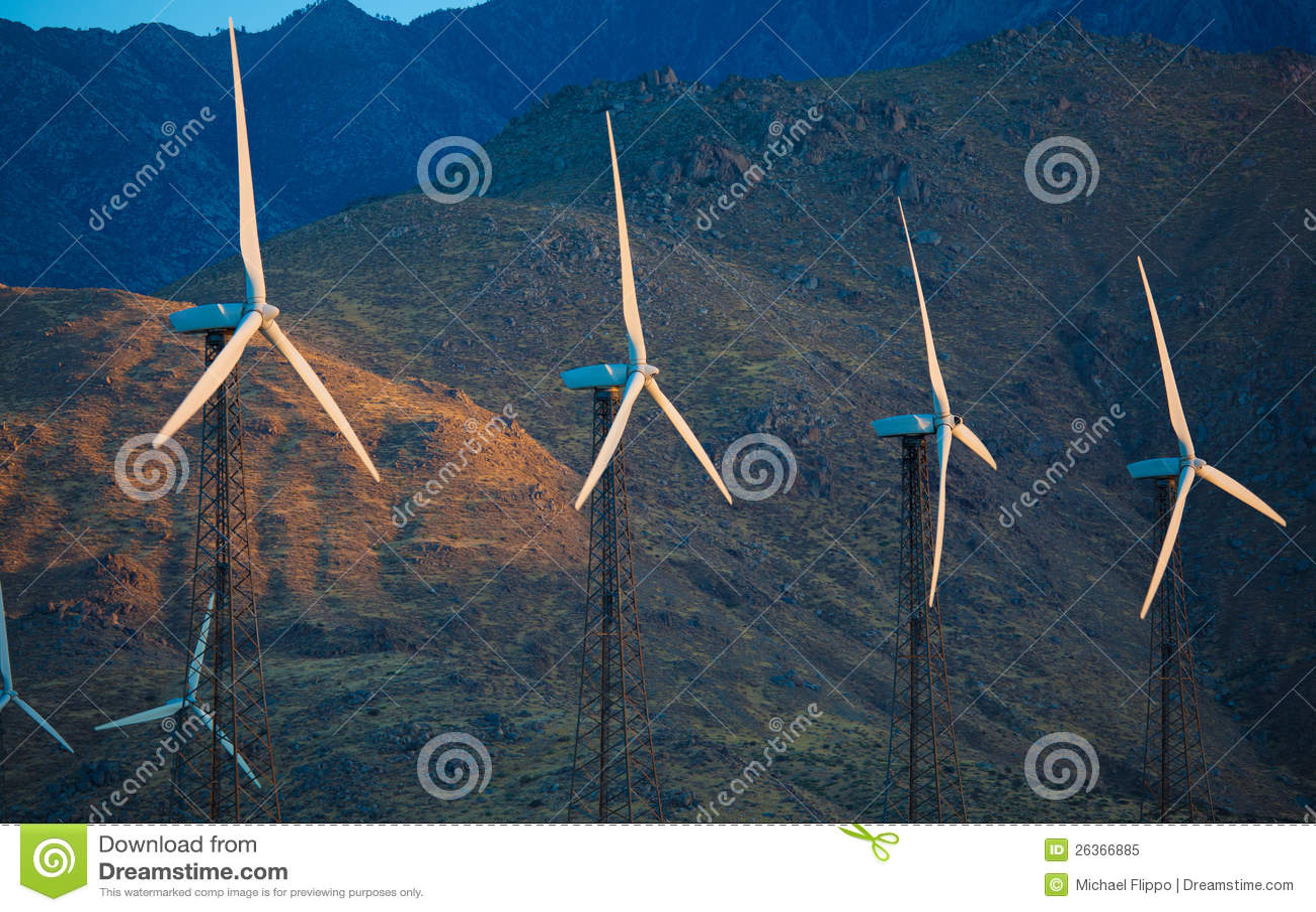Eine Gruppe Windkraftanlagen, Windtausendstel im Nachtisch