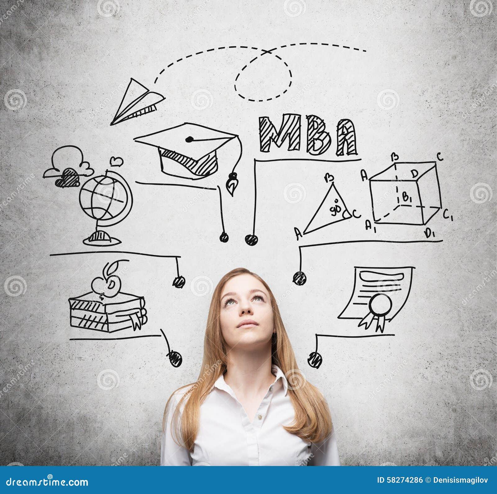 Eine junge Dame denkt an MBA-Grad Pädagogisches Diagramm wird hinter sie gezeichnet Ein Konzept der Bildung der weiteren Geschäft