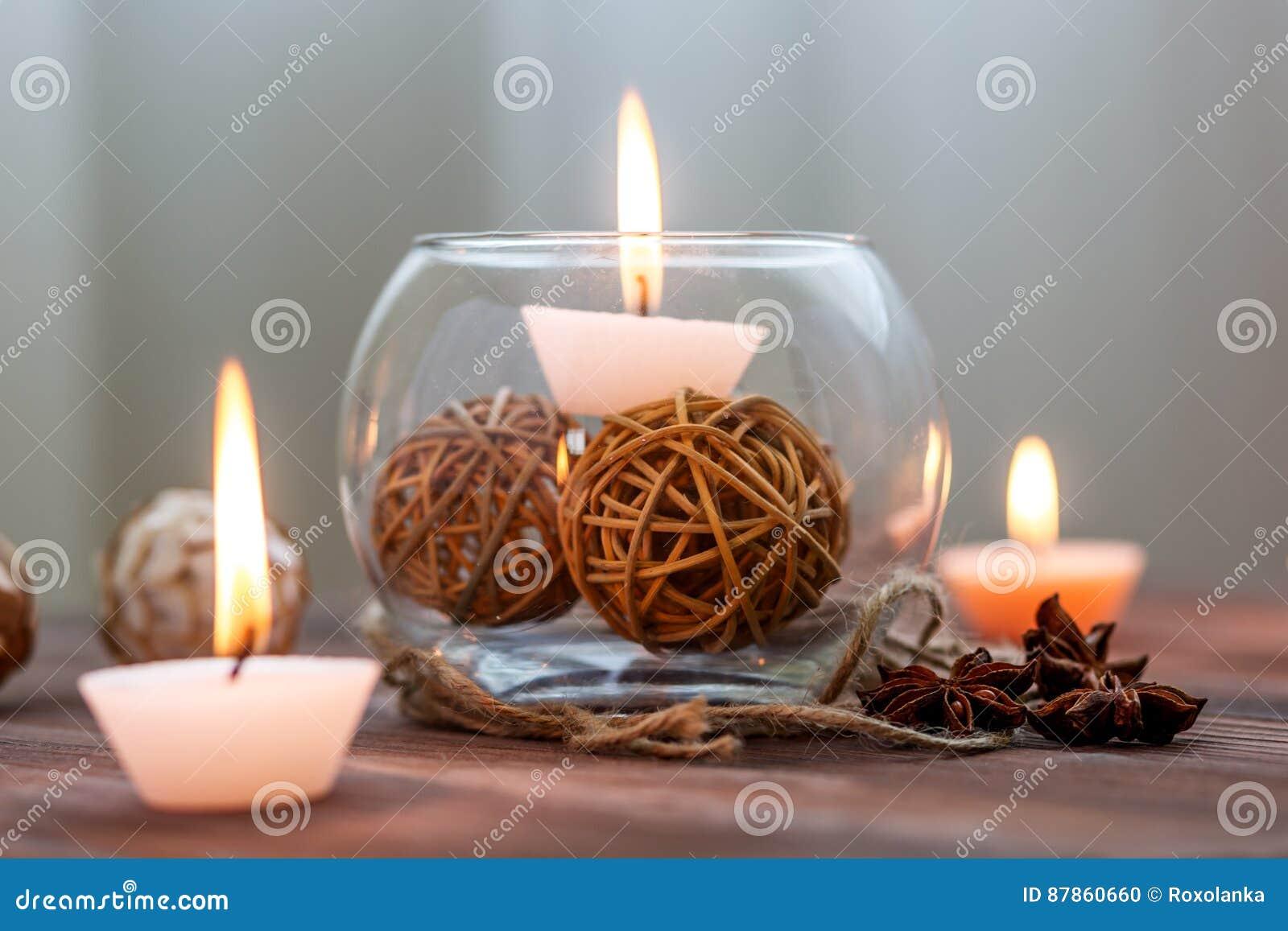Eine Kerze In Einem Glasvase, In Einer Dekoration Und In ...