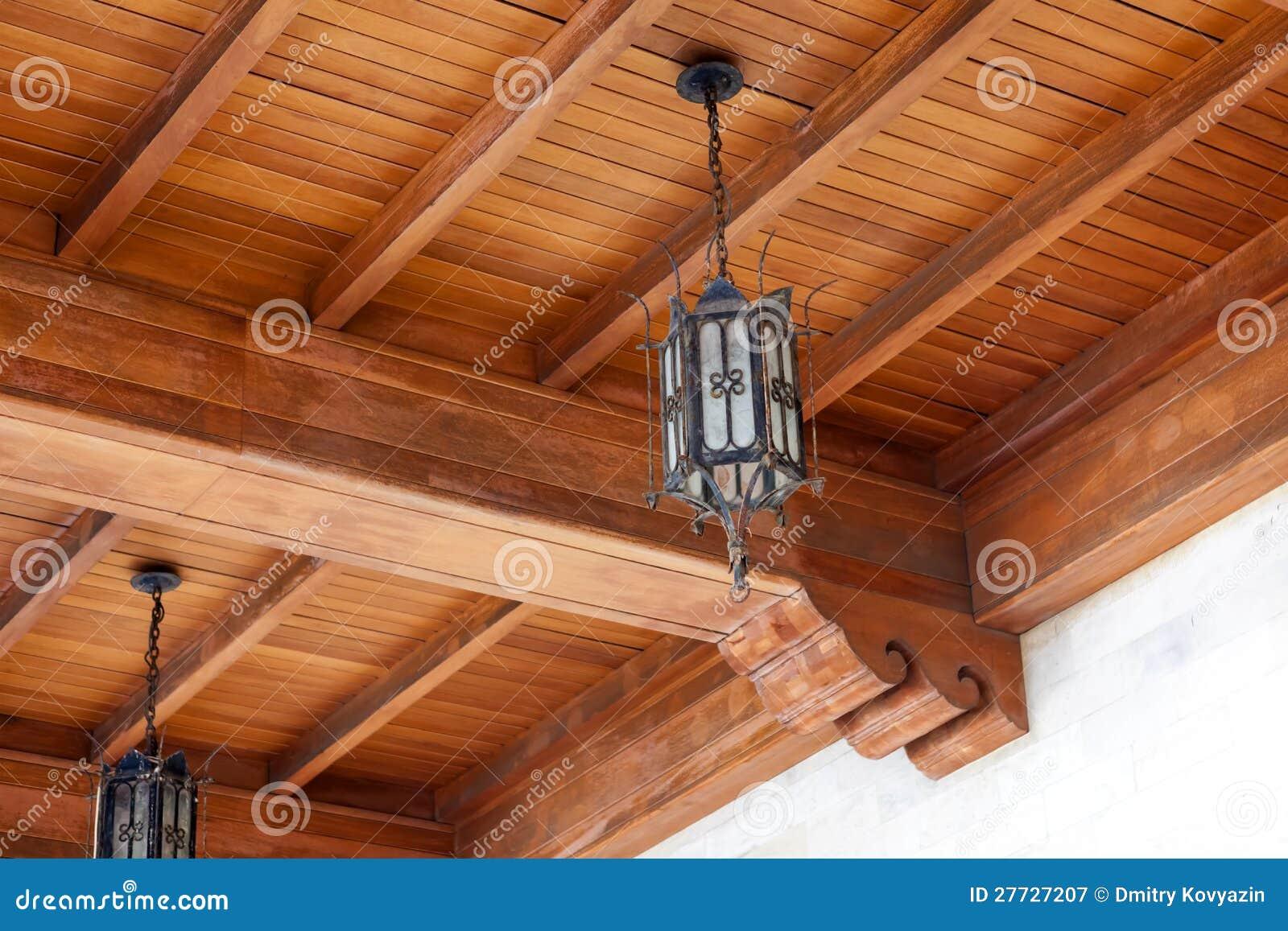 Eine Lampe in der Halle der venetianischen Hütte