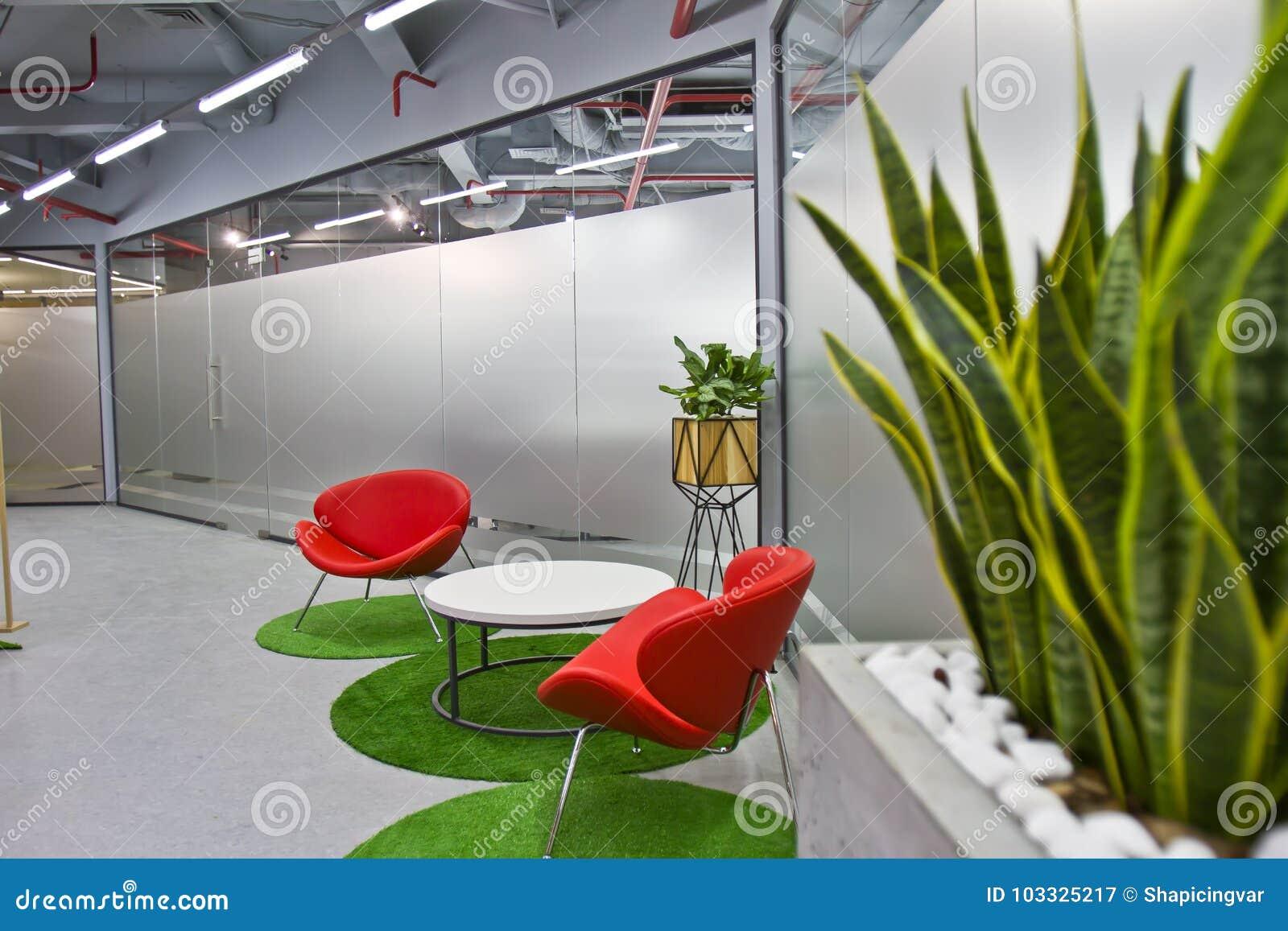 Eine Luxuriöse Sitzecke In Einem Kleinen Büro Mit Einer Modernen ...