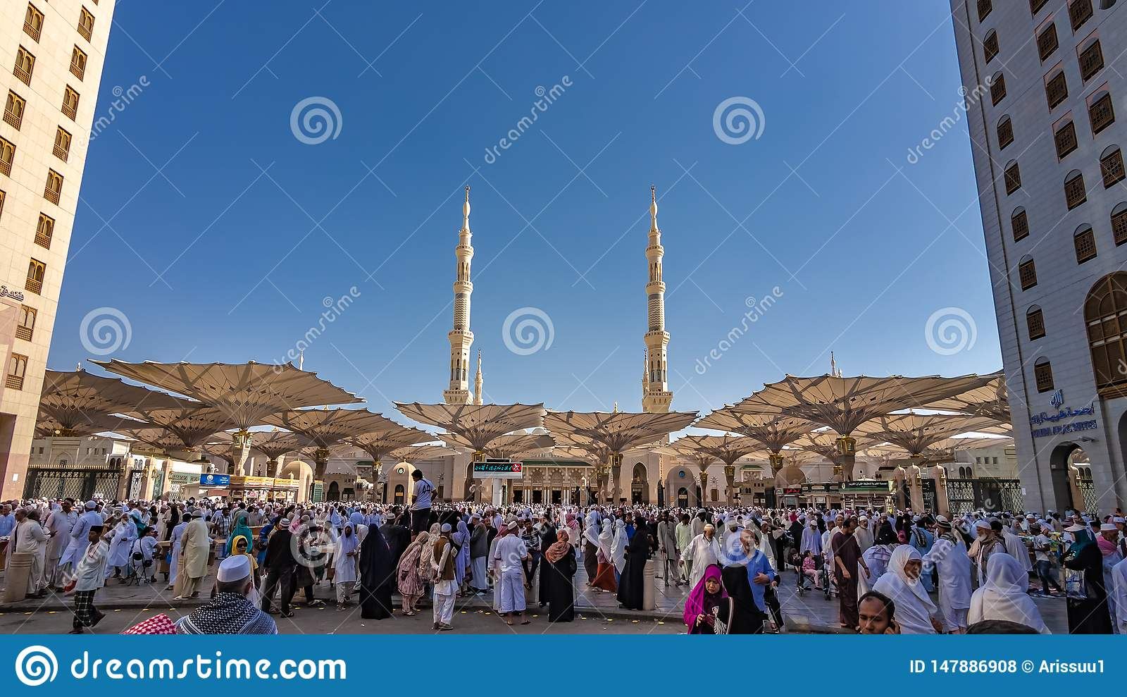 Eine Menge des Pilgers an Medina-Moschee