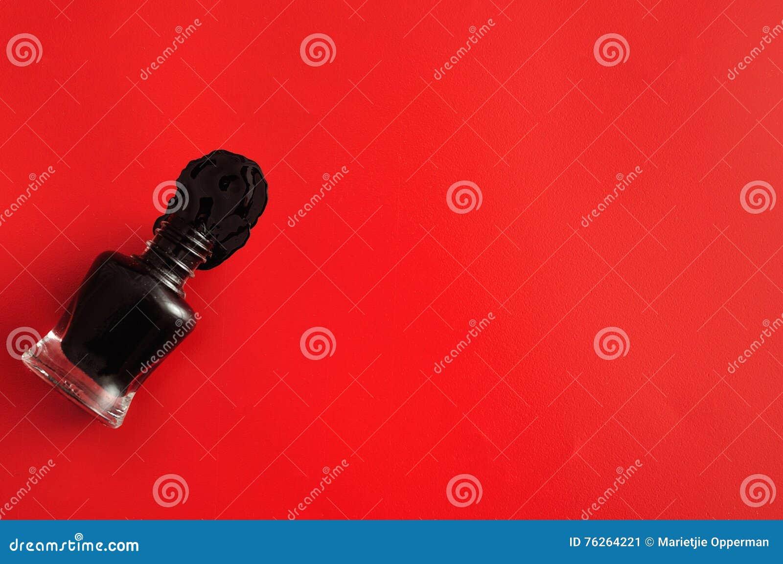 Eine Offene Flasche Schwarzer Nagellack Stockbild - Bild von ...