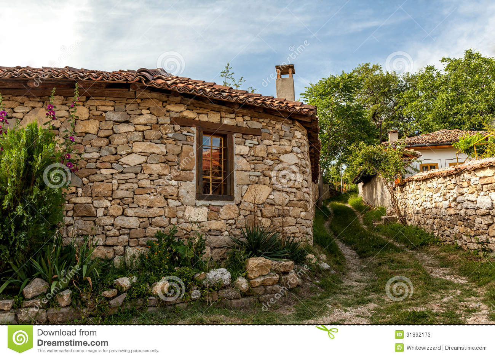 eine steinwand und ein altes haus von arbanasi bulgarien stockbild bild von kunst sch n. Black Bedroom Furniture Sets. Home Design Ideas