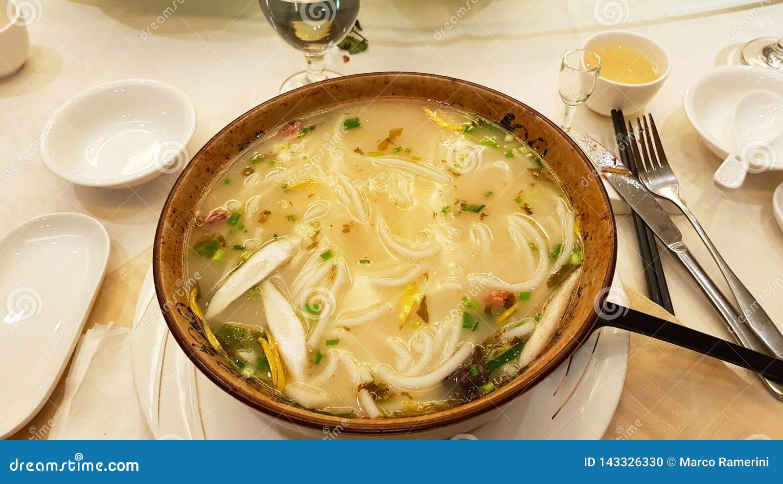 Eine Suppe Mit Nudeln Von Yunnan Stockfoto - Bild von nudeln