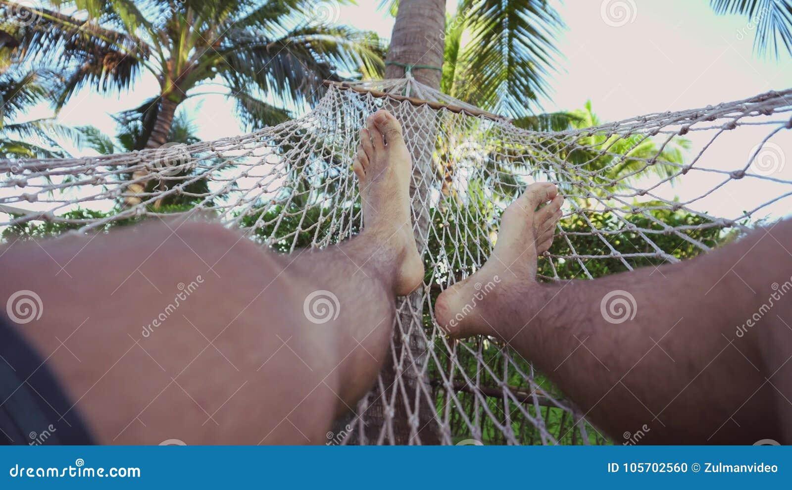 In einer Hängematte schwingen, Füße