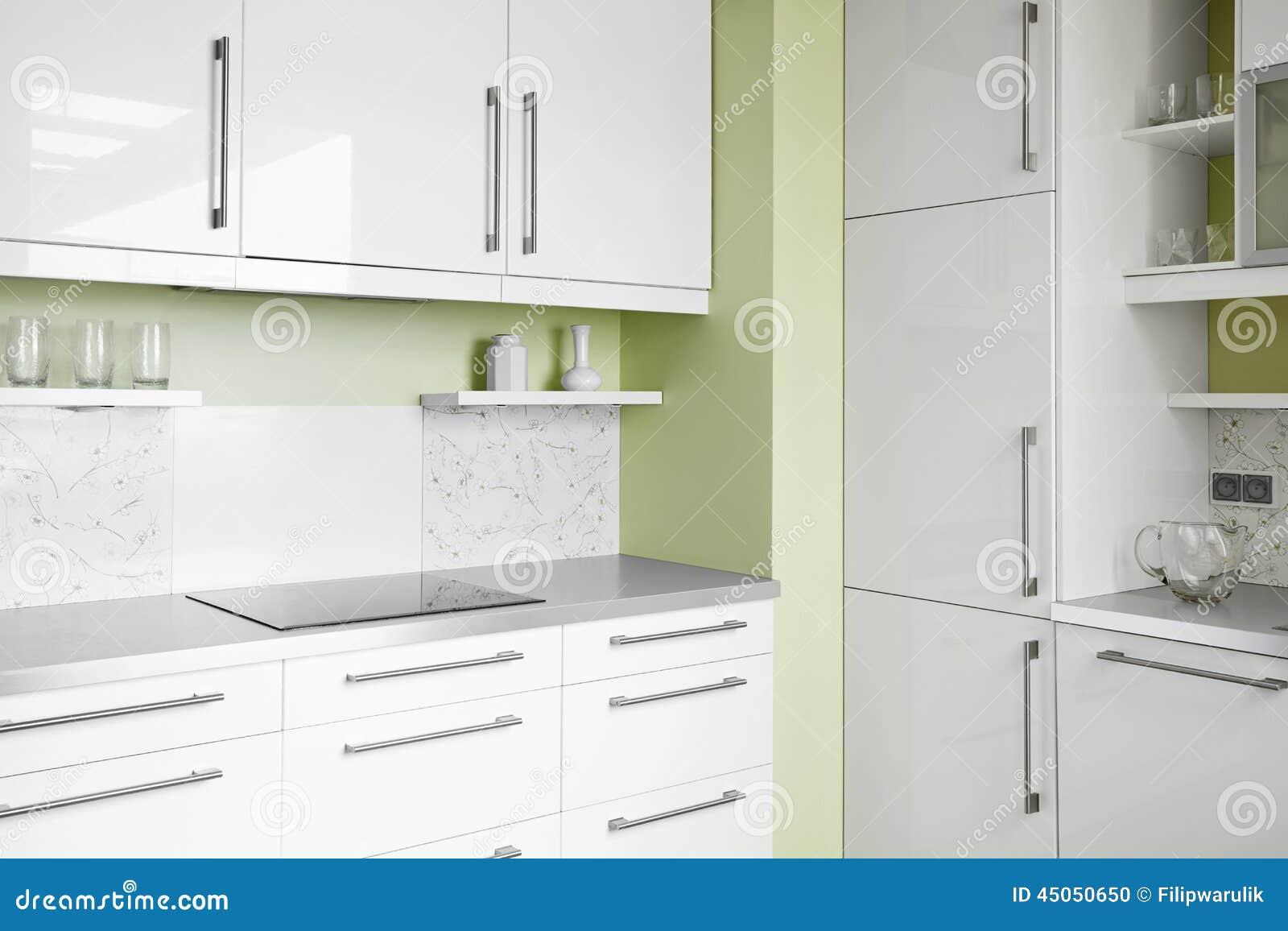 einfache küche in den weißen farben stockfoto - bild: 45050650