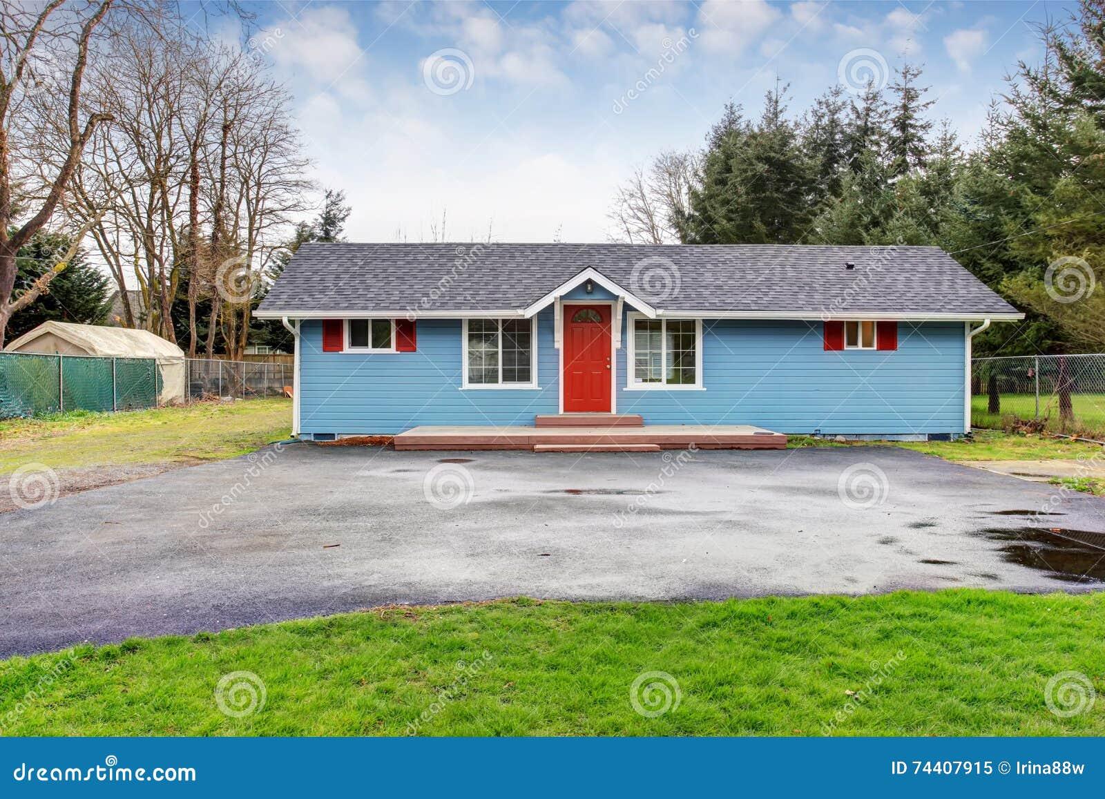 Einfaches Geschichtenhaus Außen Mit Blauer Und Roter Ordnung ...
