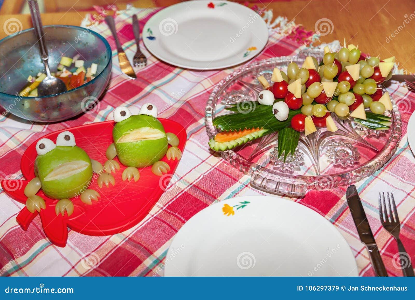 Einfaches Obst Und Gemüse Schnitzen Stockbild Bild Von Kinder